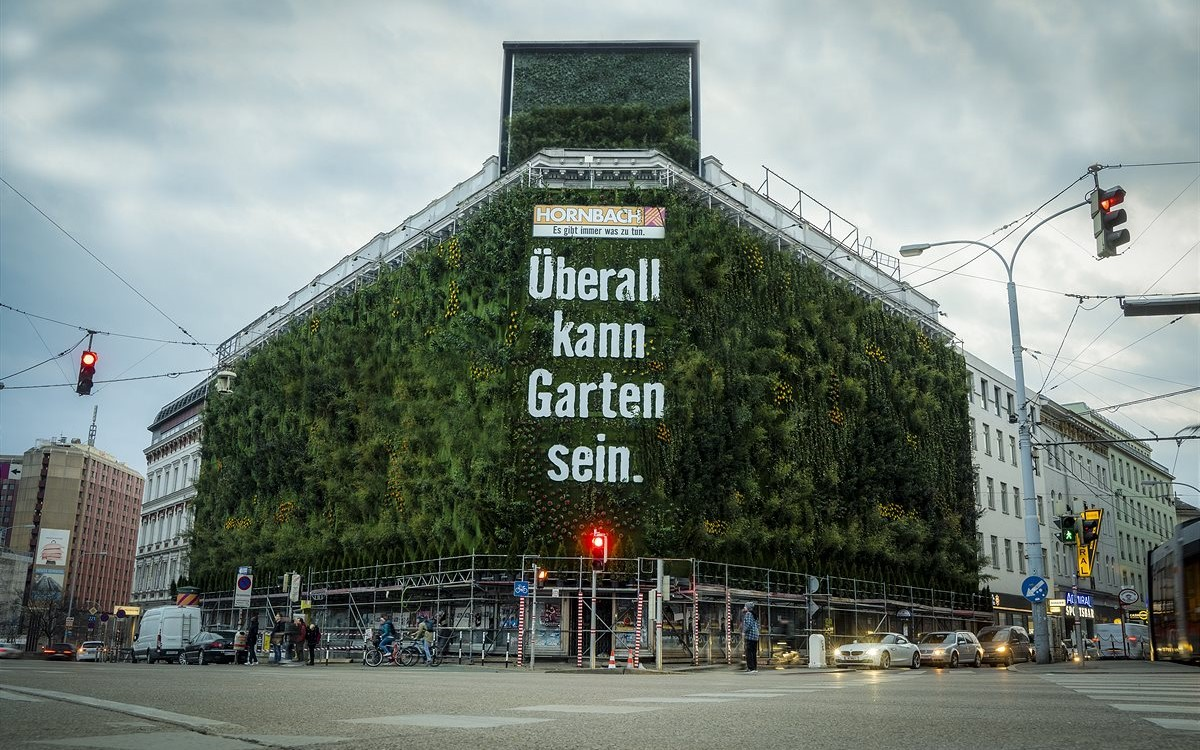 In Wien macht Hornbach die Stadt mit einer beeindruckenden OoH-Installation zum Garten (Foto: Hornbach)