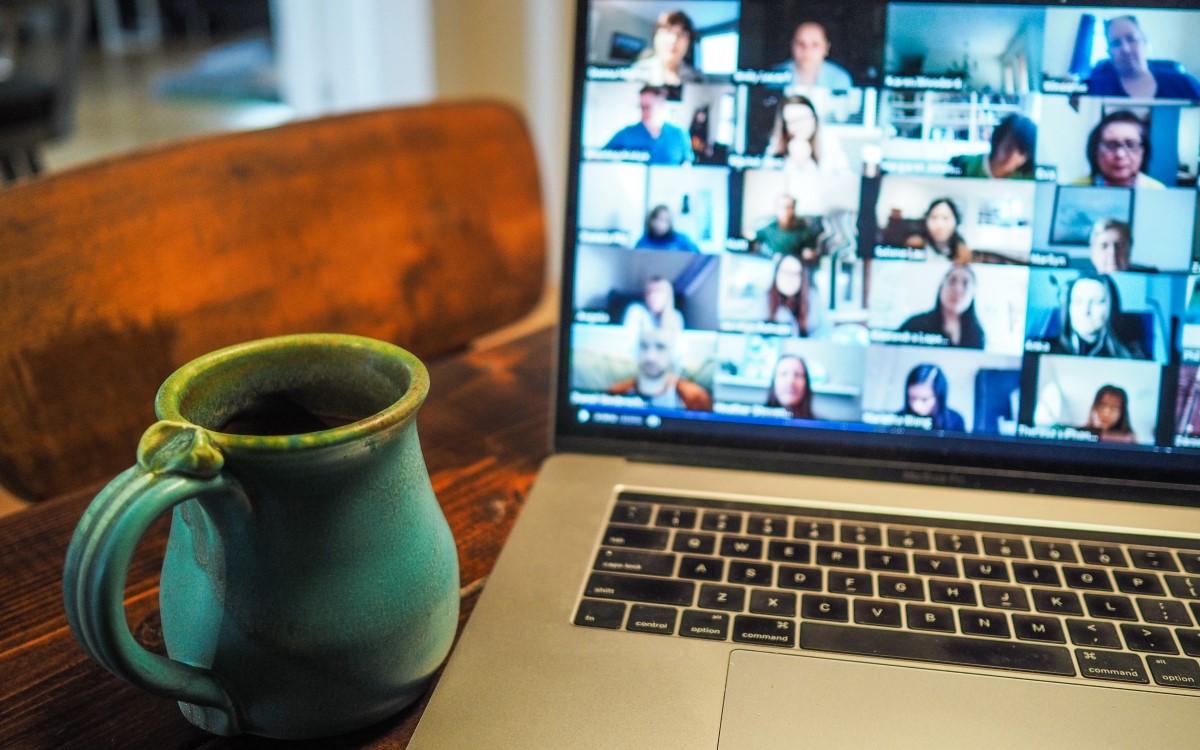 Für viele hat die Zahl der Videokonferenzen seit der Pandemie massiv zugenommen, Zoom-Fatigue macht sich breit – aber es gibt auch Tipps dagegen (Symbolbild: unsplash)