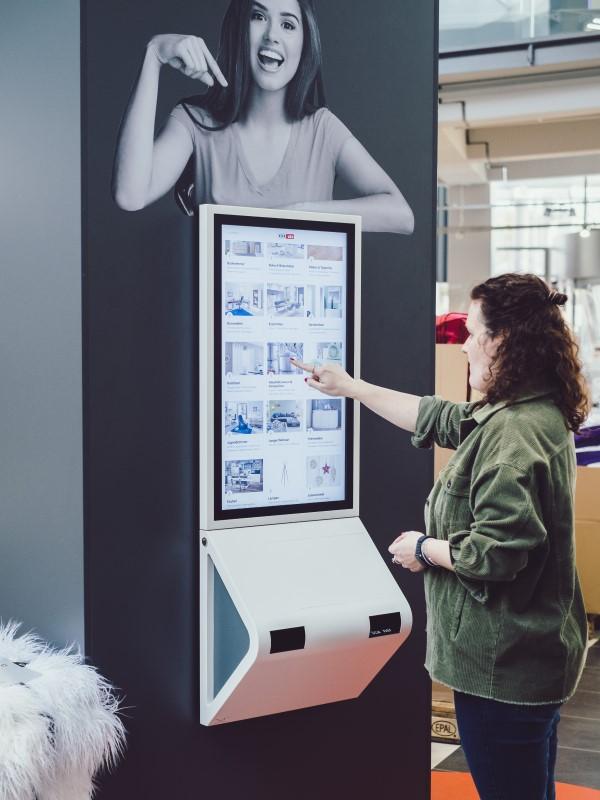 Interaktive KundenkomInteraktive Kundenkommunikation bei XXXLutz: kompas integriert auch Service-Terminals und Produktkonfiguratoren (Foto: Dimedis)