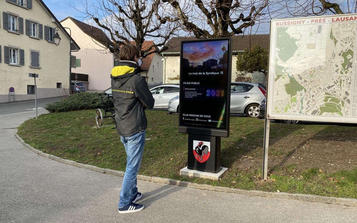 """55"""" City-Steele von Peerless-AV in der Schweizer Gemeinde Bussigny (Foto: Peerless-AV)"""