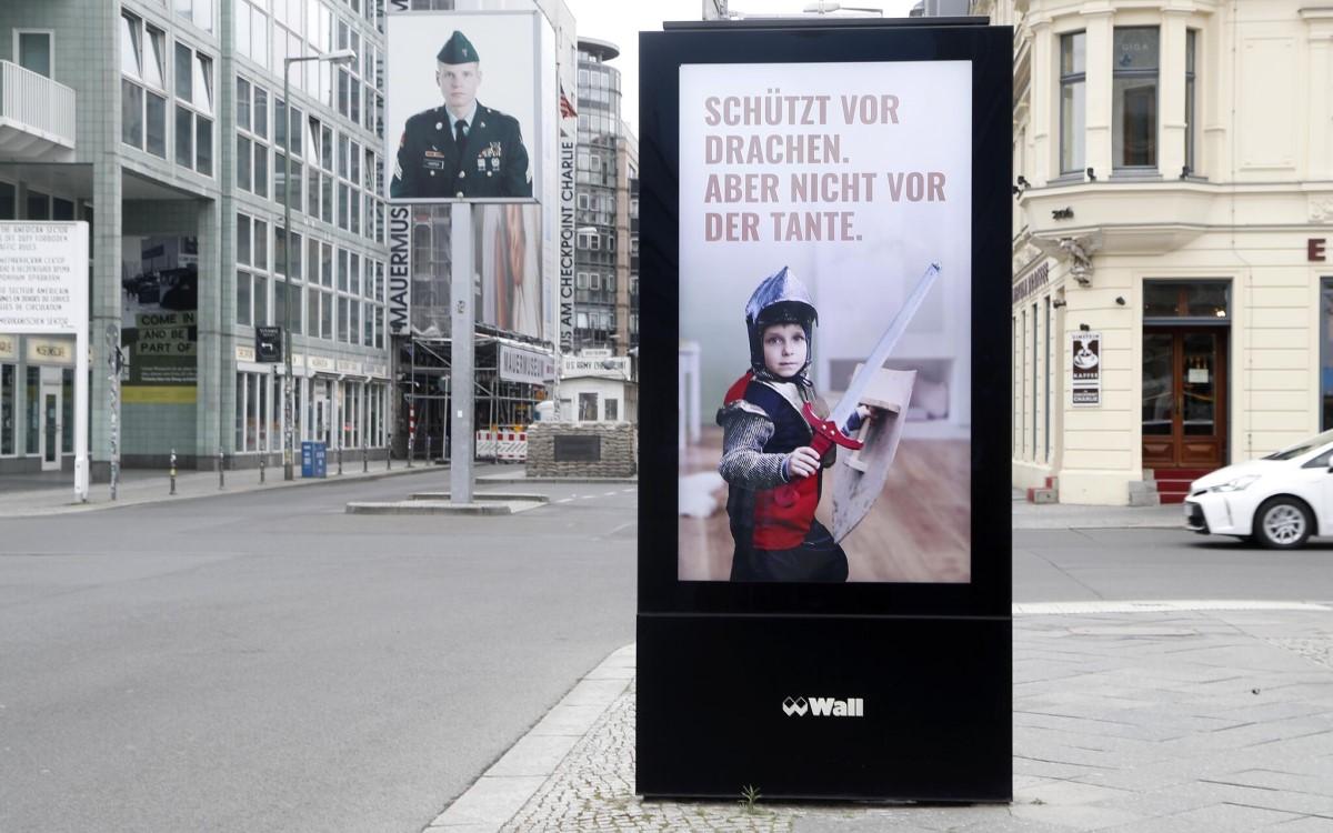 Sichtbarkeit für Schutzbedürftige: Innocence in Danger, Wall und die Agentur glow Berlin sensibilisieren für die Schattenseiten des Lockdowns (Foto: Wall)