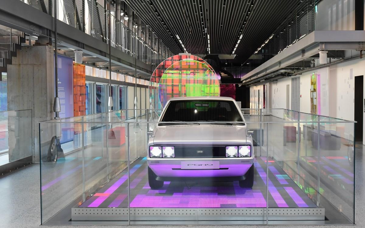 Vorne Retro, hinten Zukunft – Der neue Hyundai Showroom in Busan eröffnet mit einer Design-Ausstellung (Foto: NEST ONE - BRAND.EXPERIENCE.ARCHITECTURE)