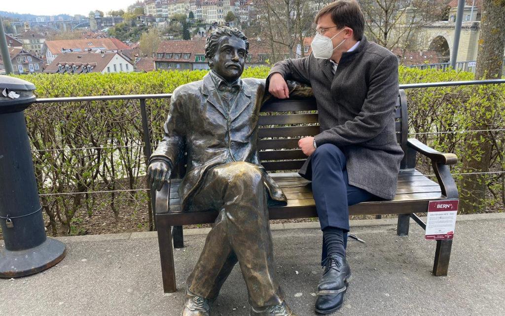 Schieker trifft Einstein in Bern (Foto: invidis)