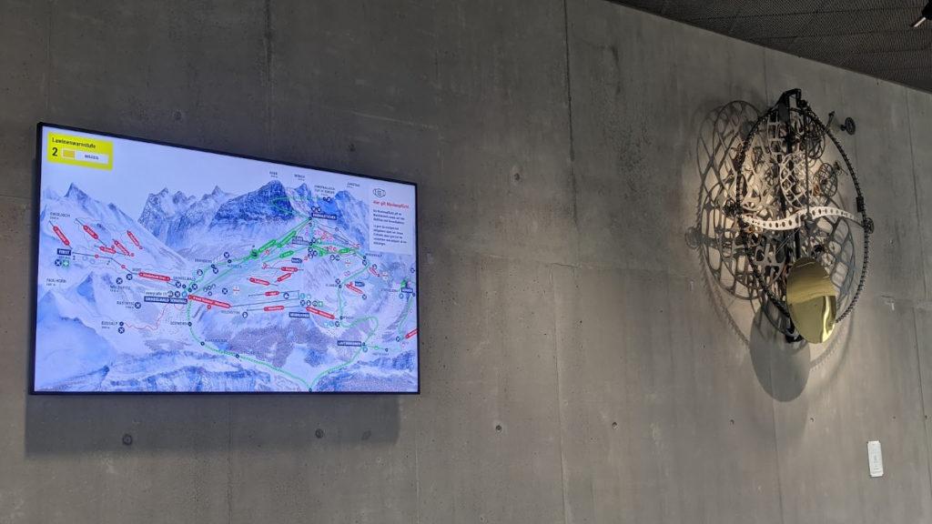 Digital Signage im Terminal Grindelwald (Foto: invidis)