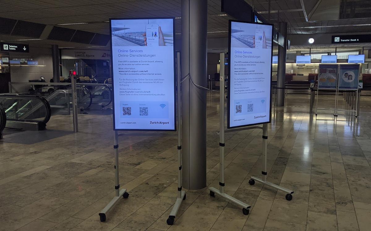 Notlösung für Notlagen - Digital Signage am Flughafen Zürich (Foto: invidis)