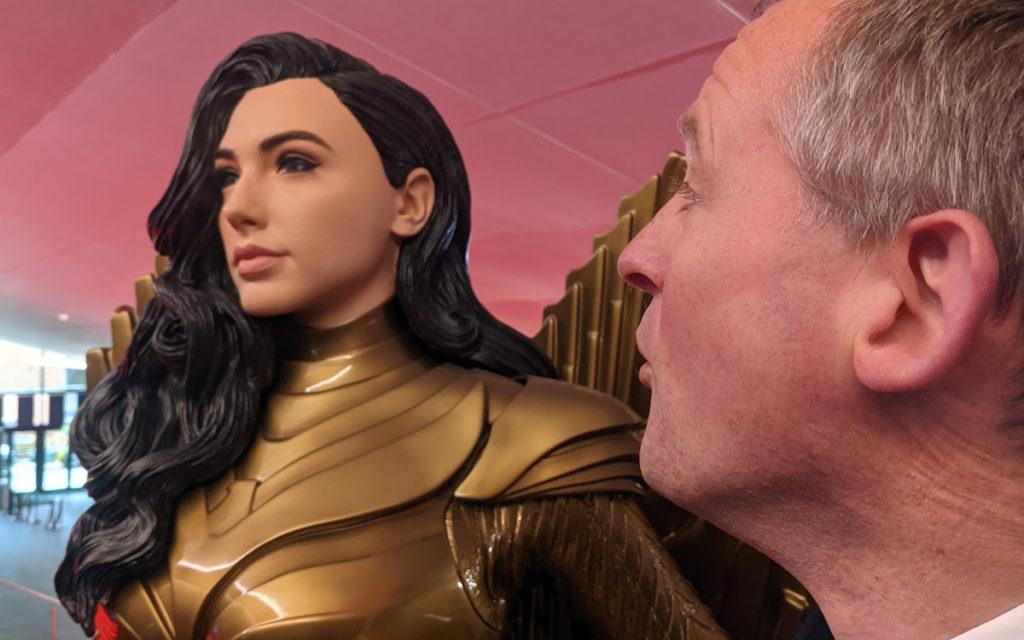 Auch gutes Zureden hilft nicht - Wonder Woman schweigt im invidis Interview (Foto: invidis)