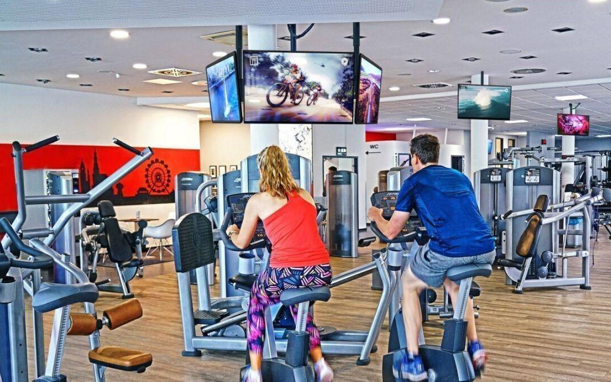 Digitalen Werbeflächen in Fitnessstudios in ganz Deutschland lassen sich künftig programmatisch bei SSP1 buchen (Foto: Airtango)