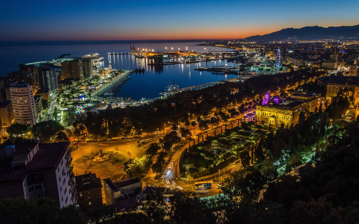 Das spanische Málaga testet als erste Stadt in Europa neuestes Ampel-Management mit Echtzeit-Routenplanung, unterstützt mit Lösungen von Kapsch TrafficCom (Foto: unsplash)