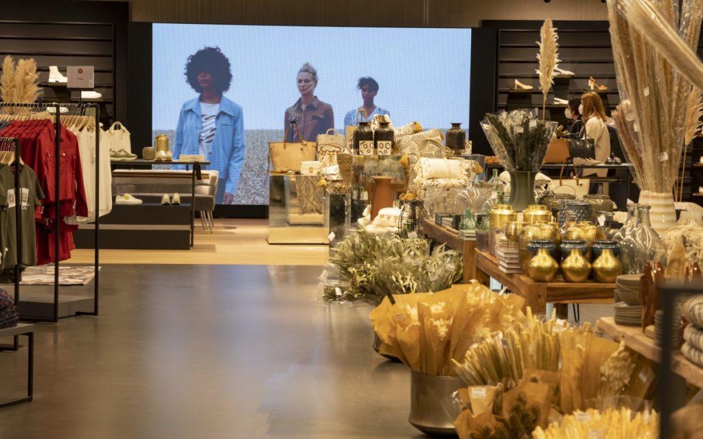 Digital Signage von MuSe im neuen Feucht Flagshipstore (Foto: Modehaus Feucht)