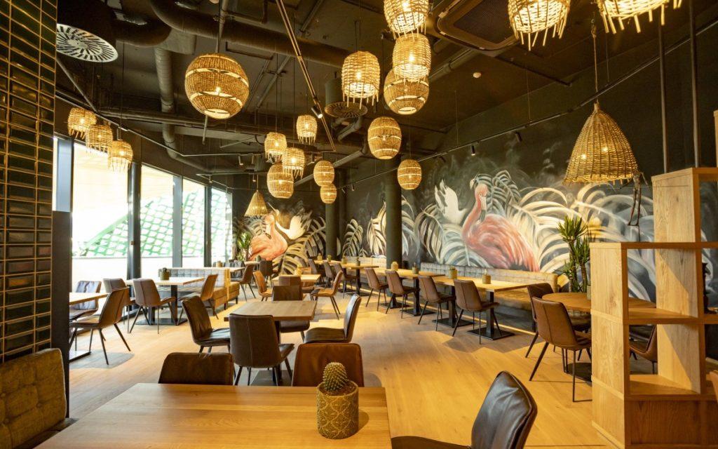 Restaurant im 11.000qm großen Livestylehaus (Foto: Modehaus Feucht)