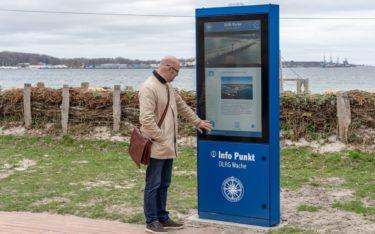 pilot Screentime hat die kleine Hafenstadt Eckernförder mit insgesamt 5 neuen City-Stelen ausgestattet (Foto: pilot Screentime)