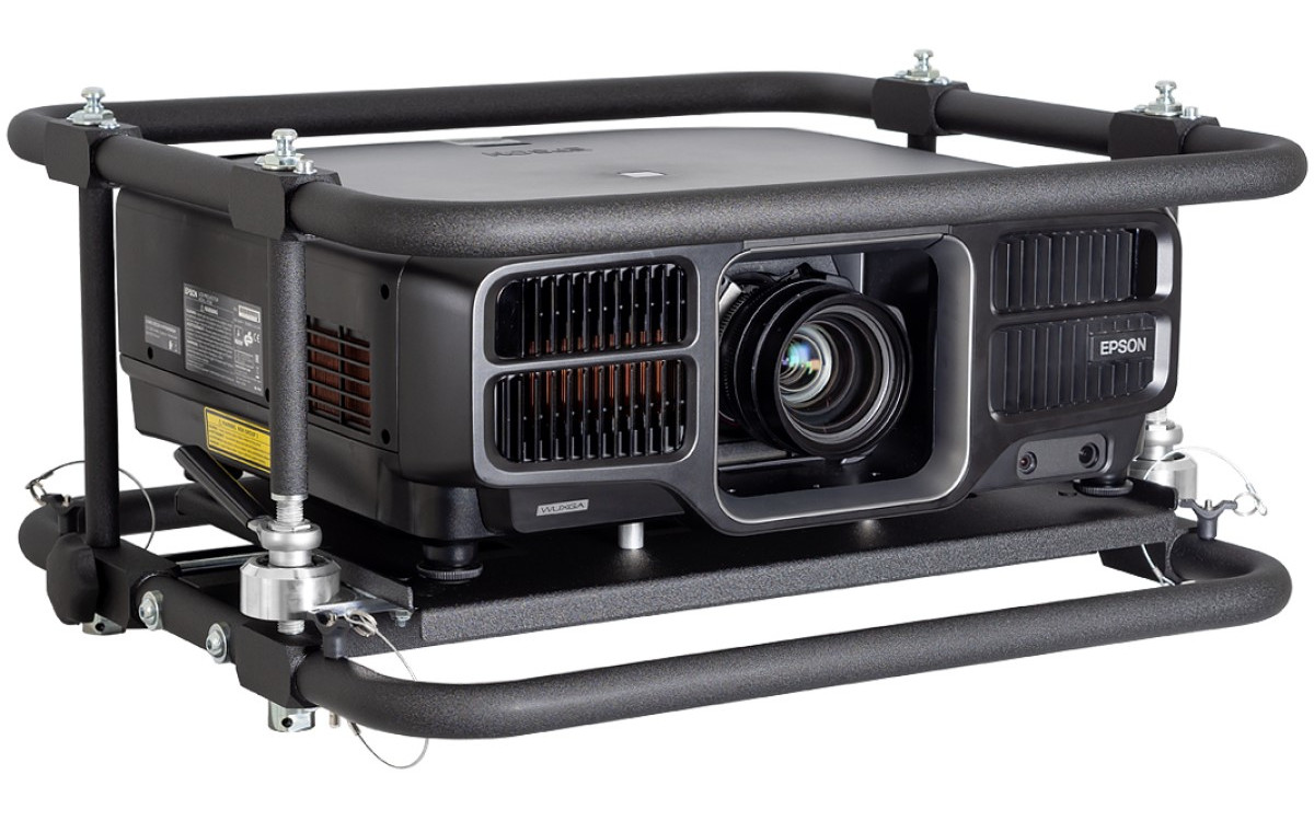 Neu zur Miete bei Bildkraft verfügbar: Epson EB-L1495U Laserprojektor im Rental-Gehäuse (Foto: Bildkraft/Epson)