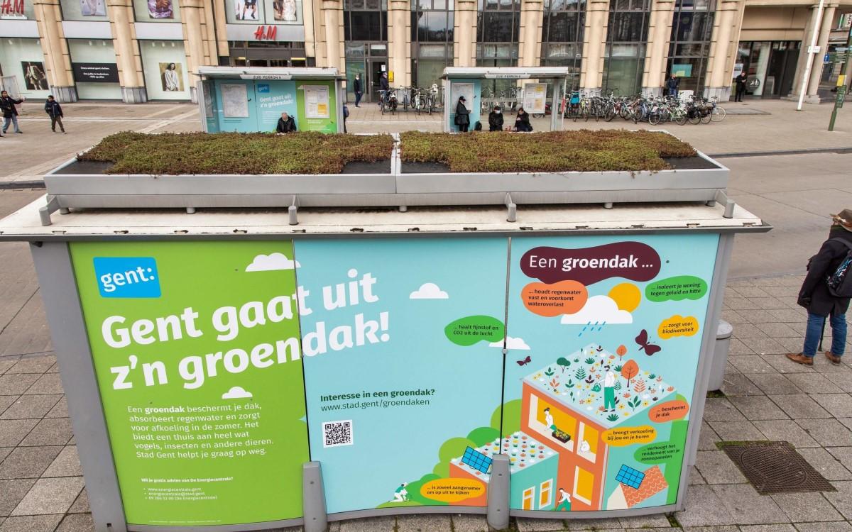 Grünes Dach für eine kühlere Stadt und als Schutzraum für Insekten in Gent (Foto: Clear Channel)