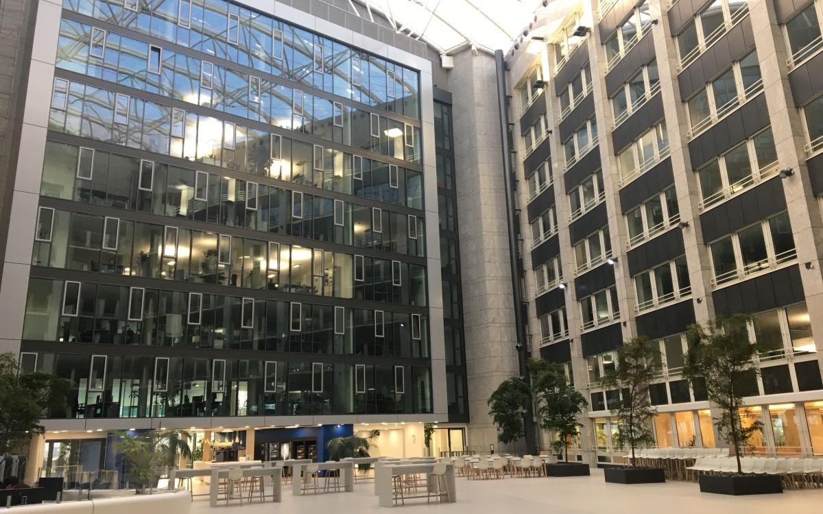 Eingangshalle des Helaba Campus in Offenbach (Foto: Helaba)