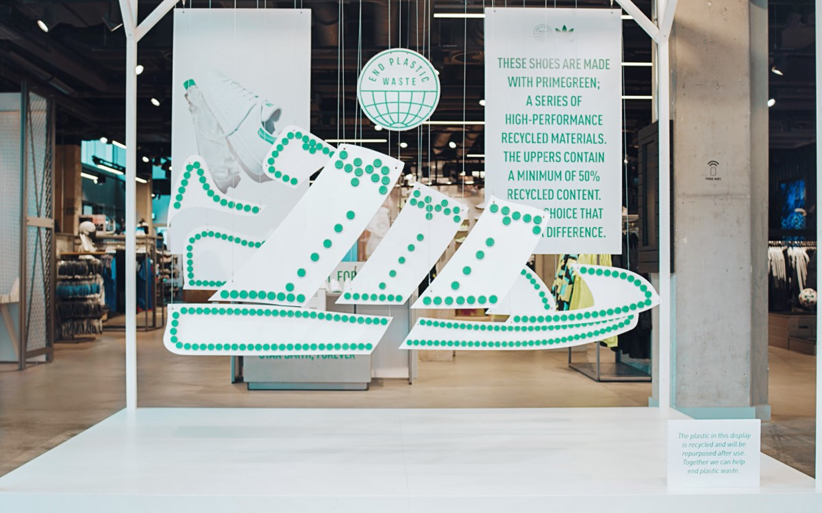 Die vollständig CO2 kompensierte InStore-Kampagne für Adidas ist größtenteils aus Papier, Pappe und Holz gefertigt (Foto: Liganova)