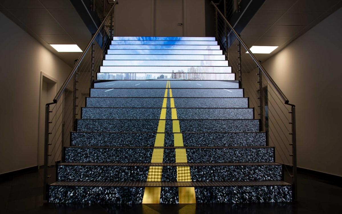 LED-Treppe von Ledall bei Naturstein Steinmann (Foto: Ledall)