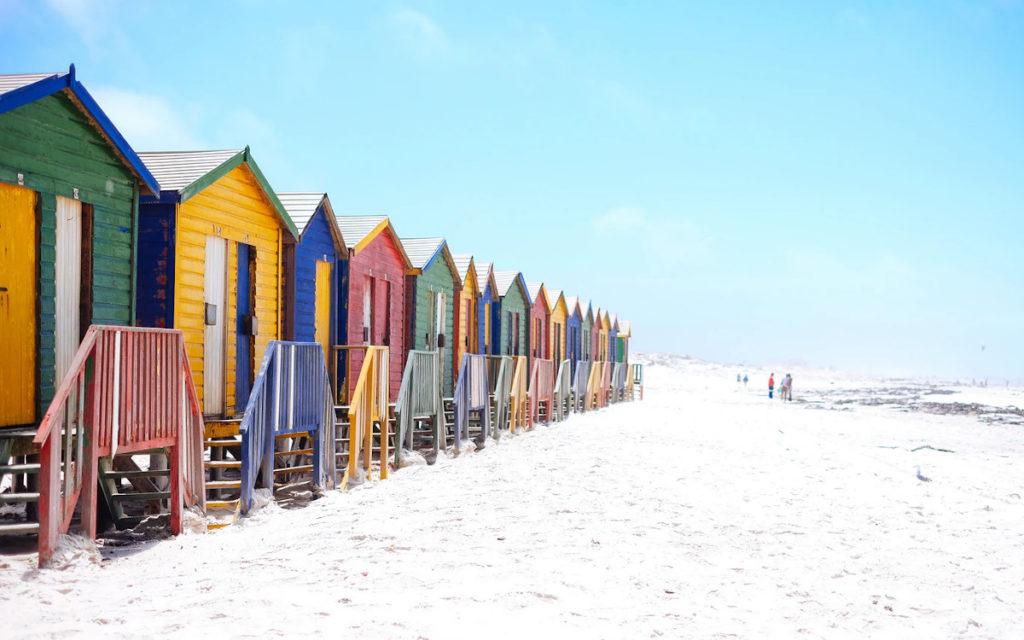Sommer ist nicht nur Zeit für den Beach sondern auch für High Brightness Signage (Foto: Arno Smit / Unsplash)