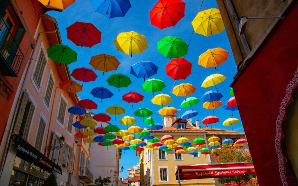 Farben im Sommer und auf LED und Digital Signage (Foto: Marvin Kuhn / Unsplash)