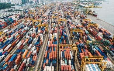Containerverladung in Singapur (Foto: Chuttersnap/Unsplash)