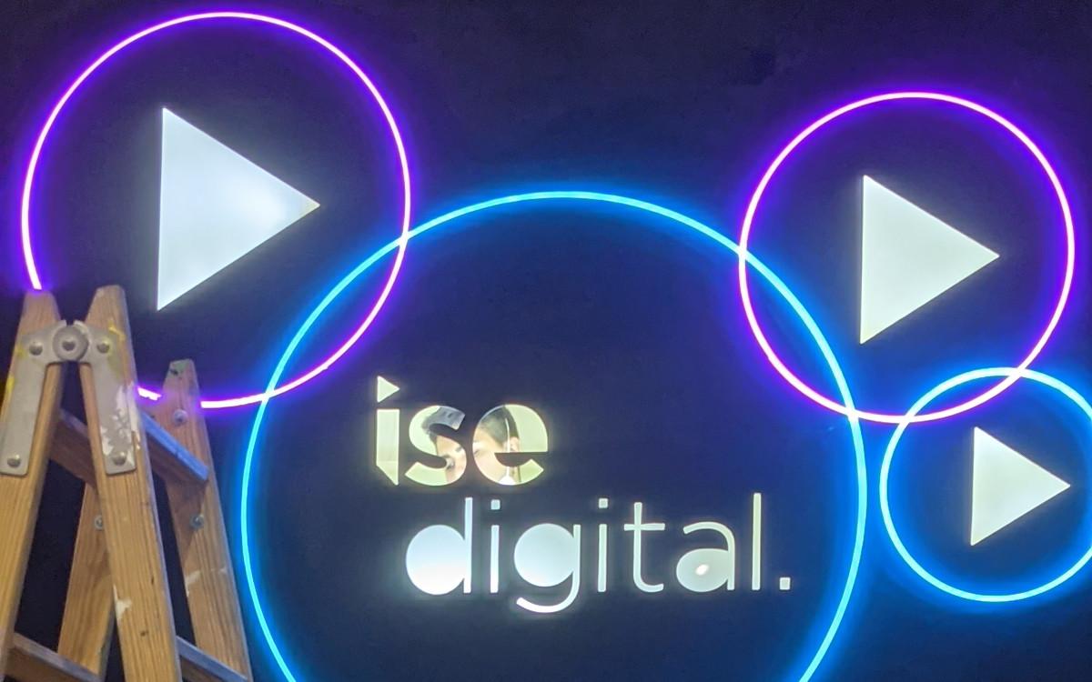 Aufbau der ISE Digital in Barcelona (Foto: invidis)