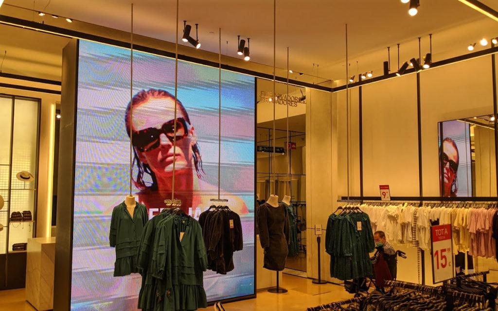 LED in Zara Flagshipstores in Barcelona (Foto: invidis)