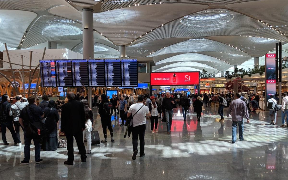 Vestel Displays im Flughafen Istanbul (Foto: invidis)