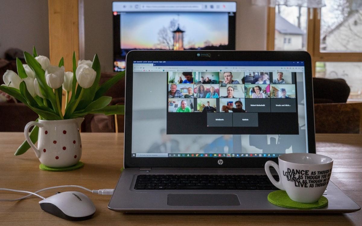 Gegen Zoom Fatigue – Führende britische und US-amerikanische Banken verbieten sich digitale Meetings am Freitag (Foto: pixabay)