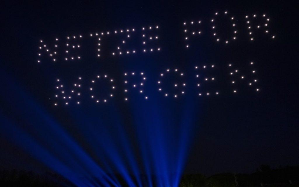 """""""Netze für Morgen"""" Drohnenshow des Energieversorgers E.ON über Berlin (Foto: E.ON)"""