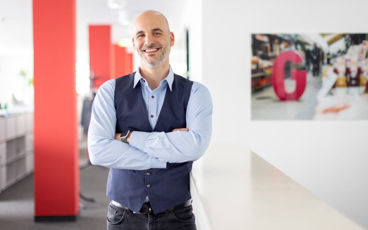 Philipp Hengl ist neuer Head of Product & Partner Management DooH bei Goldbach Austria (Foto: Goldbach/Florence Stoiber)