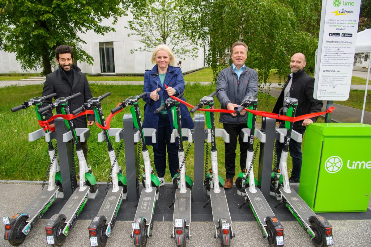 Am Stadtrand von Berlin in kooperation mit Lime muß es auch ohne Refinanzierung über DooH-Screen gehen (Foto: Swiftmile)