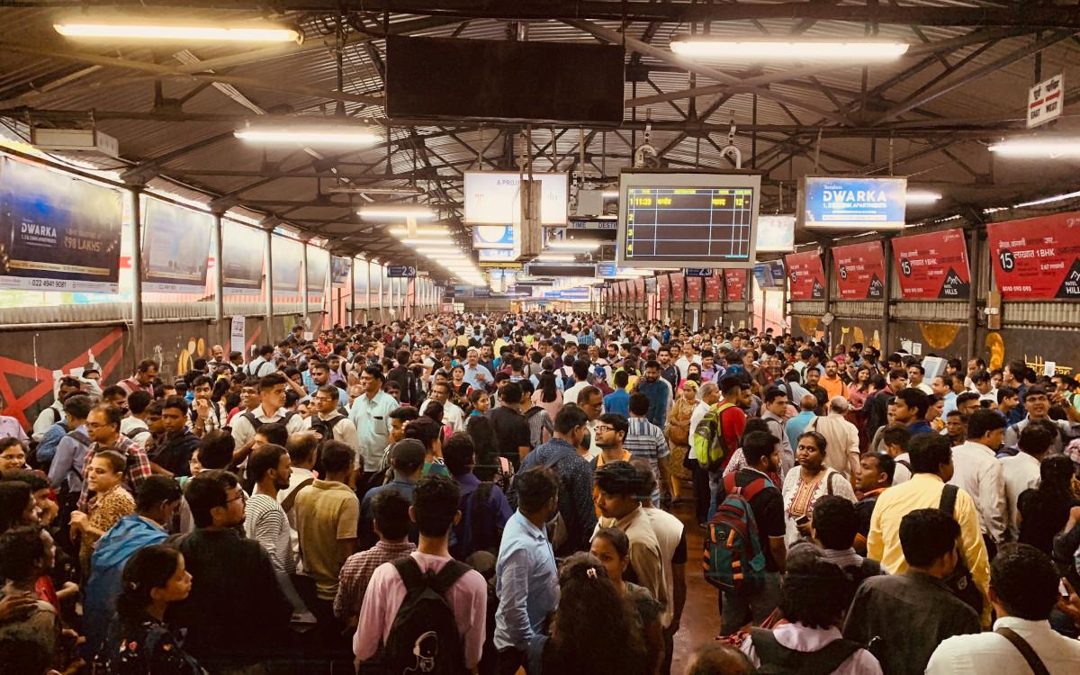 Mit fast 1.4 Mrd Menschen bietet Indien massenhaft Reichweite (Foto: Smith Mehta / Unsplash)