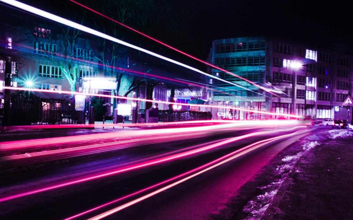 Viel Licht - München bei Nacht (Foto: Emre Karataş / Unsplash)
