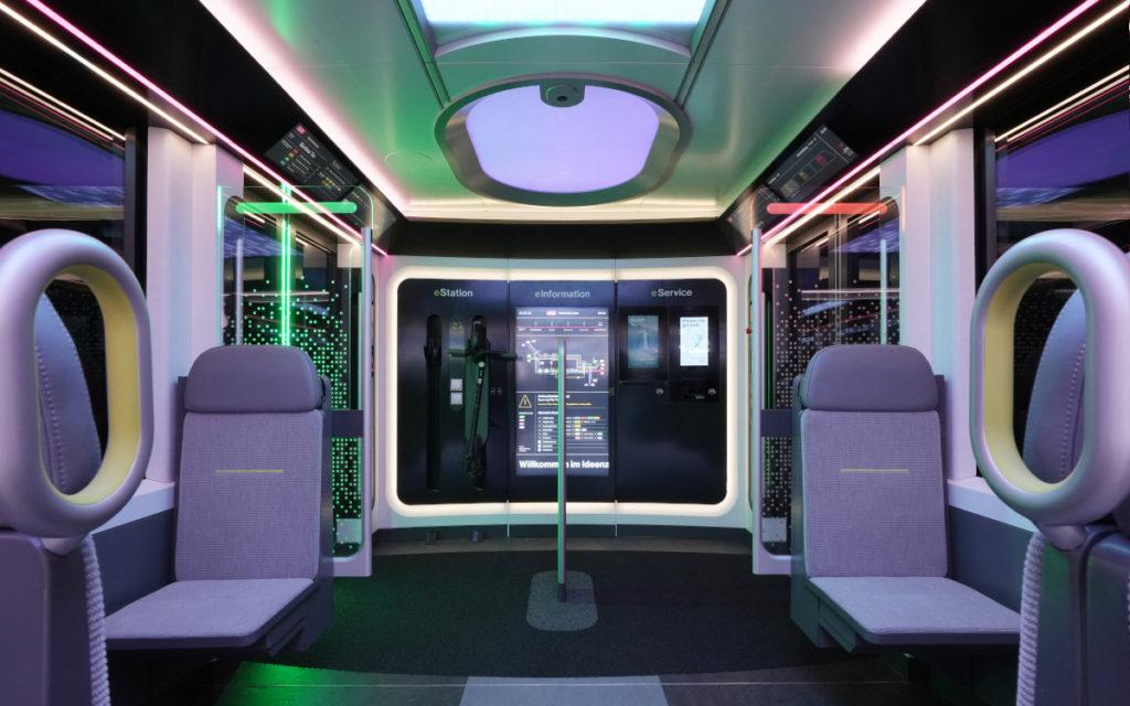 Interaktive Screens und Automaten im Ideenzug City (Foto: DB)