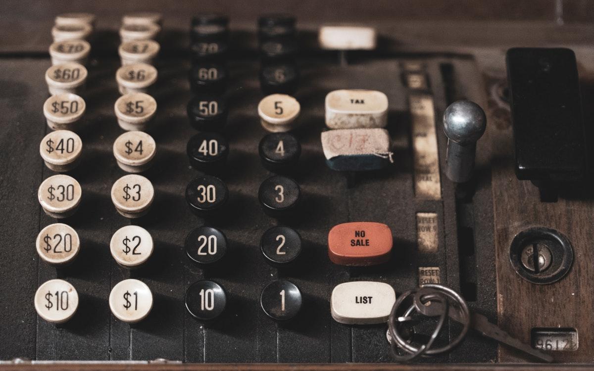 Kasse machen - das Übernahmegeschäft brummt (Foto: Dan Meyers/Unsplah)