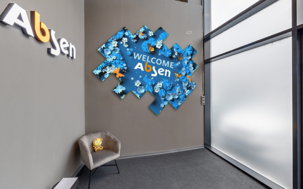 Ein Display-Mosaik begrüßt Besucher am Eingang. (Foto: Absen Europe)