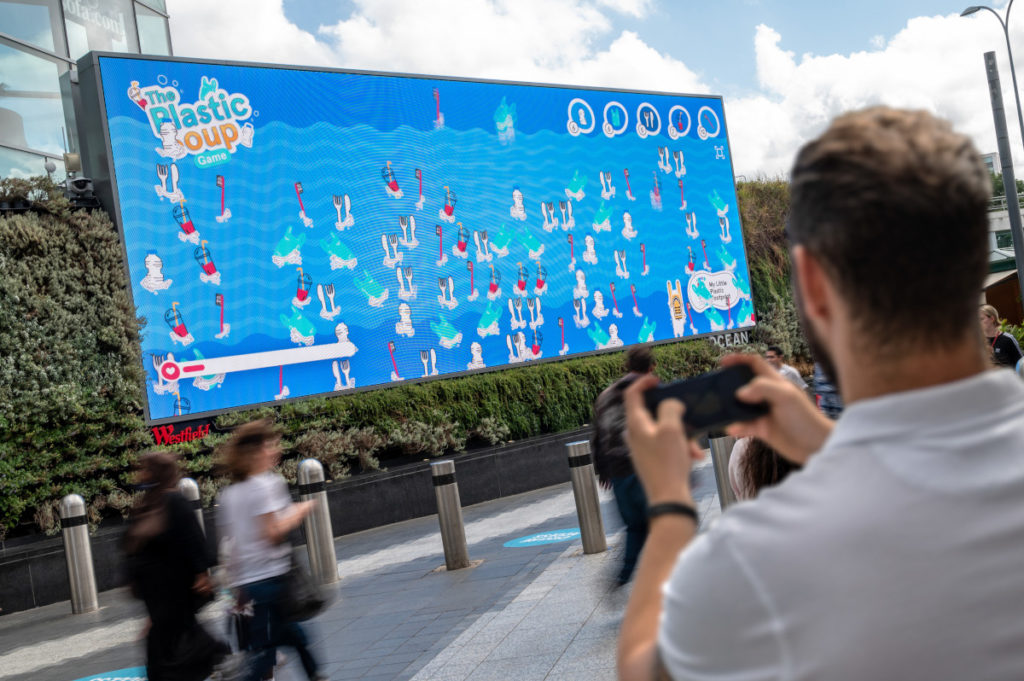 Der Wettbewerb soll das menschliche Engagement mithilfe von DooH fördern. (Foto: Ocean Outdoor)