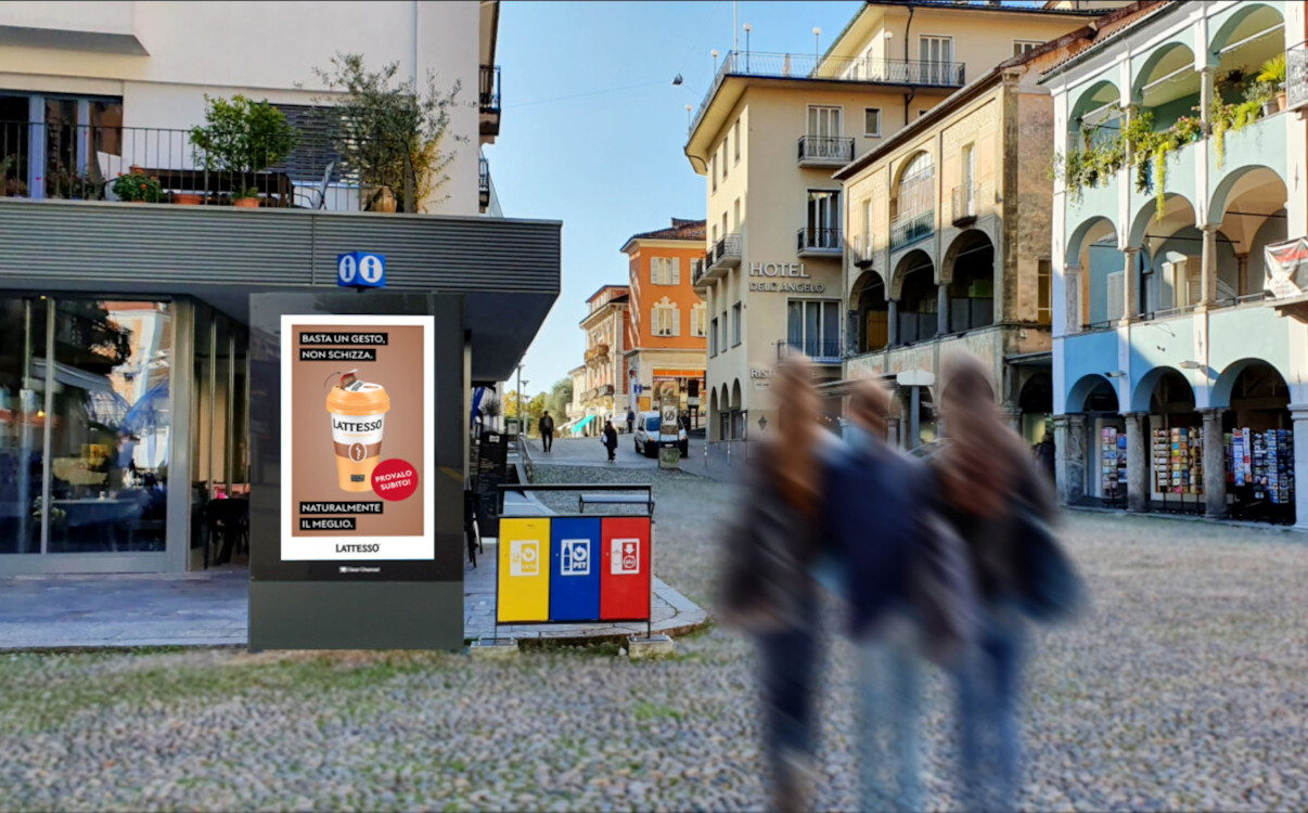 Zwei der neuen DooH-Screens in Locarno stehen auf der Piazza Grande. (Foto: Clear Channel)