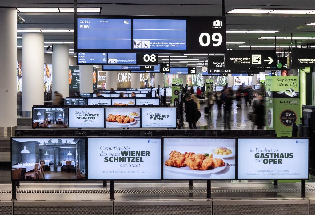 Displays in Dreiergruppen sind am Gepäckempfang installiert. (Foto: Flughafen Wien AG/Airport Media)