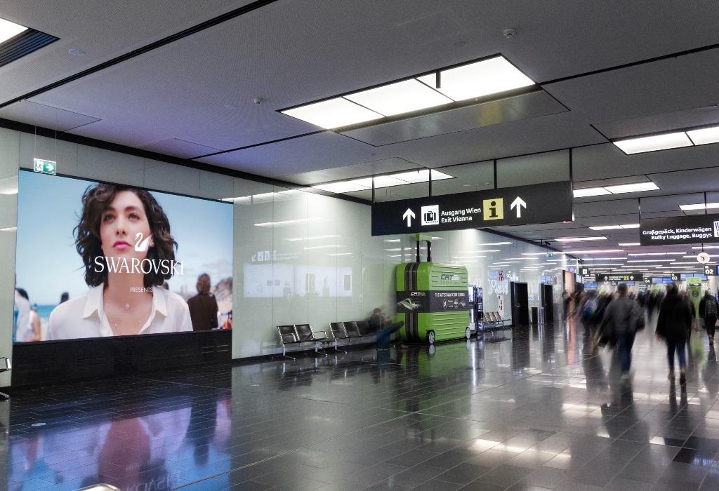 Im gesamten Flughafengebäude sind LED-Walls und UHD-Displays verteilt. (Foto: Flughafen Wien AG/Airport Media)
