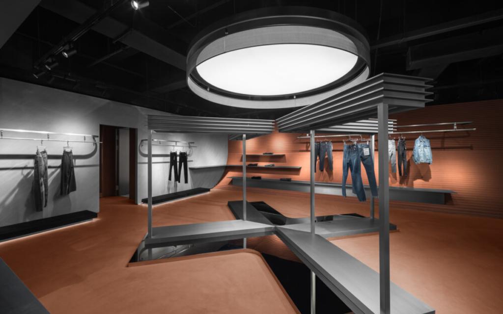 Parallelwelten in der Modeboutique (Foto: All Design Studio)