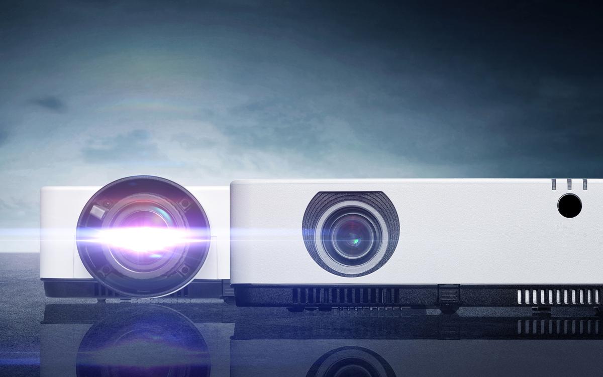 Die neuen Projektoren NEC ME403U und NEC ME383W von Sharp/NEC eignen sich unter anderem für kleinere Besprechungsräume. (Foto: Sharp/NEC Display Solutions Europe)