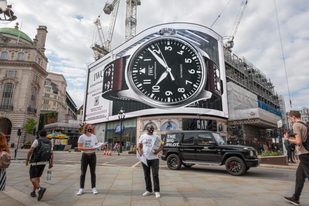 Im Auge des Betrachters: Die Uhr wurde größer ... (Foto: Ocean Outdoor/IWC)
