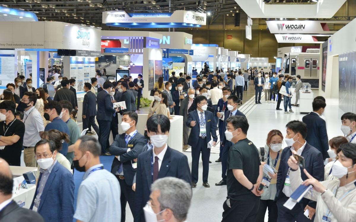 Präsenzmessen sind immer noch enorm wichtig für jede Branche - hier die Raillog 2021 in Korea. (Foto: Messe Frankfurt)