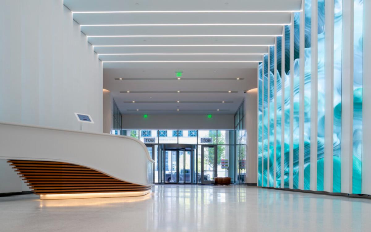 Das Ally Charlotte Center wurde von Standardvision mit einer digitalen Kunstinstallation aufgewertet. (Foto: Standardvision)