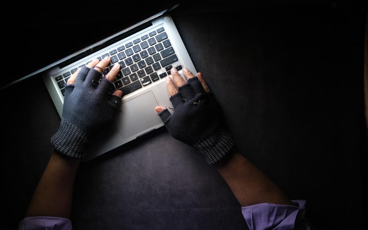 Kriminelle versuchen immer wieder, über das Internet Digital-Signage-Integratoren zu betrügen (Symbolbild; Foto: Towfiqu Barbhuiya/Unsplash)