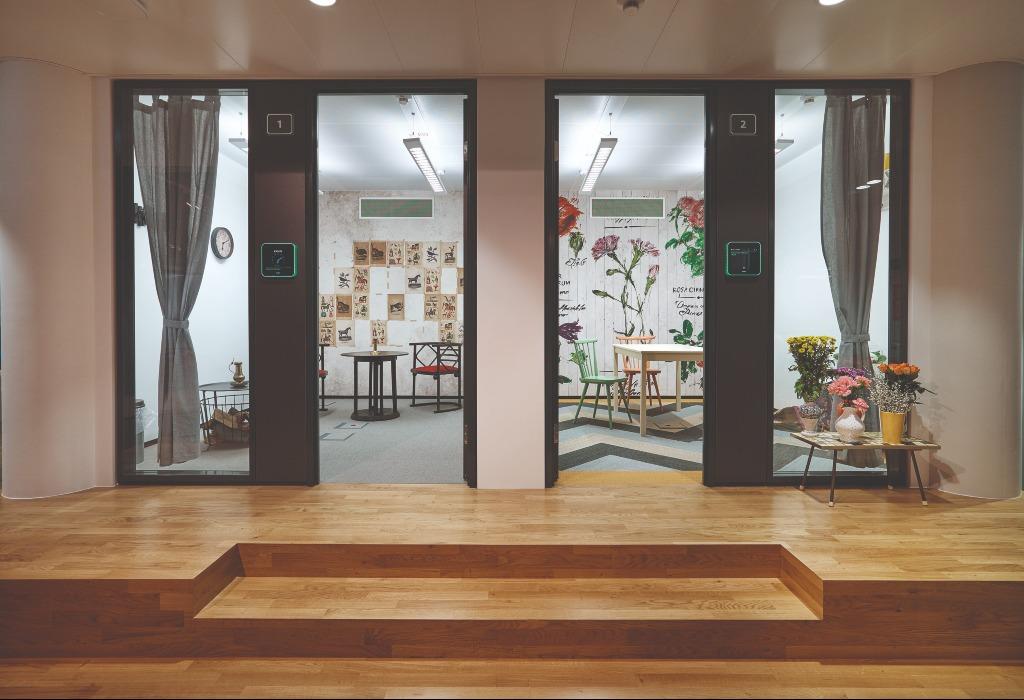 Die Meetingräume im Office Park 4 sind mit digitalen Raumbuchungssystemen ausgestattet. (Foto: Flughafen Wien AG/Airport City)