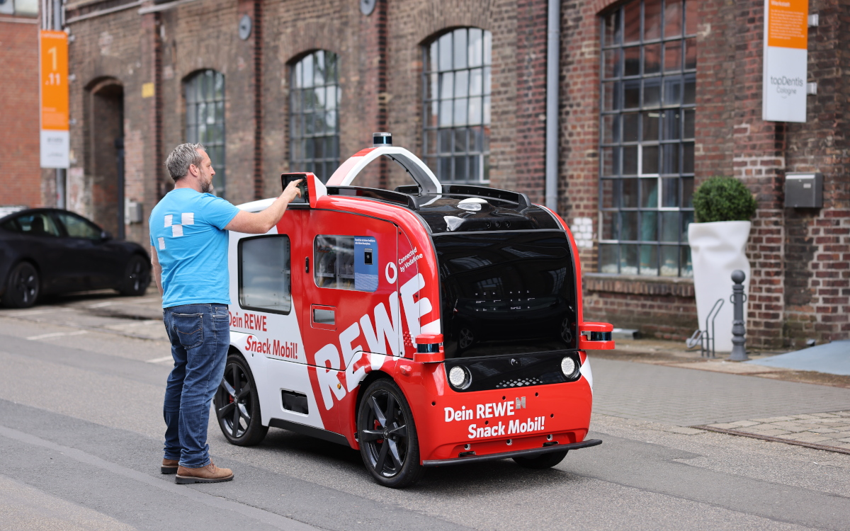 Das selbstfahrende Büdchen in Köln - Rewe Snack Mobil (Foto: Vodafone)