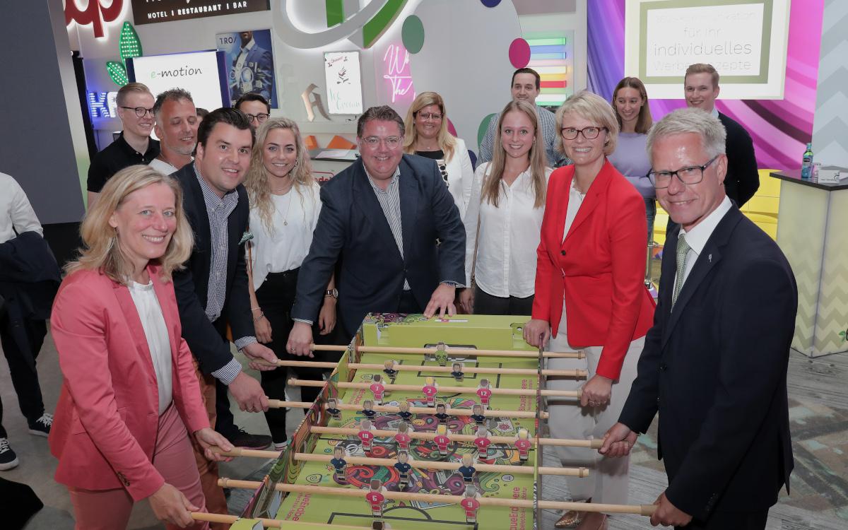 Bundesbildungsministerin Anja Karlczeck zu Besuch bei Blaue Erdbeere (Foto: Dirk Jochmann)
