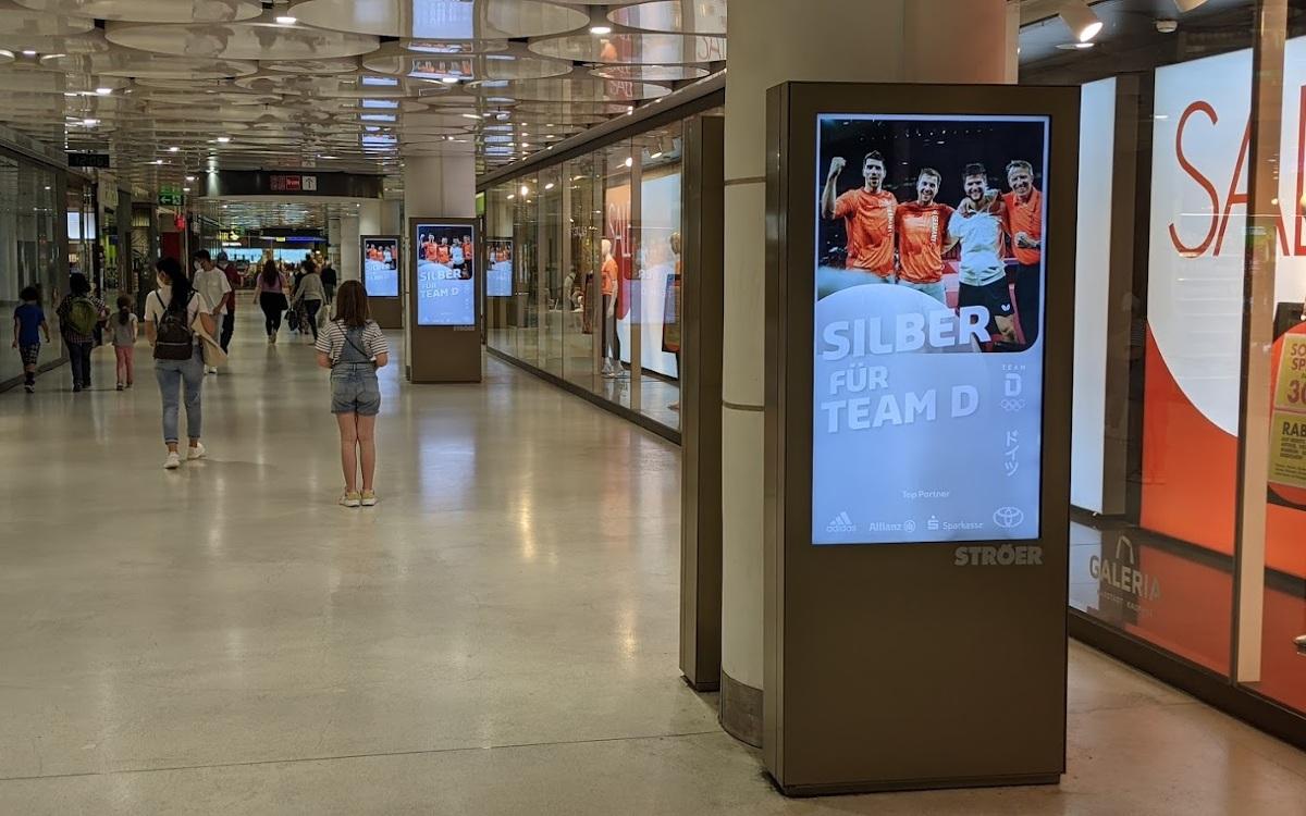 Silber für Team Deutschland - Live Infos auf Ströer DooH Stelen in München (Foto: invidis)