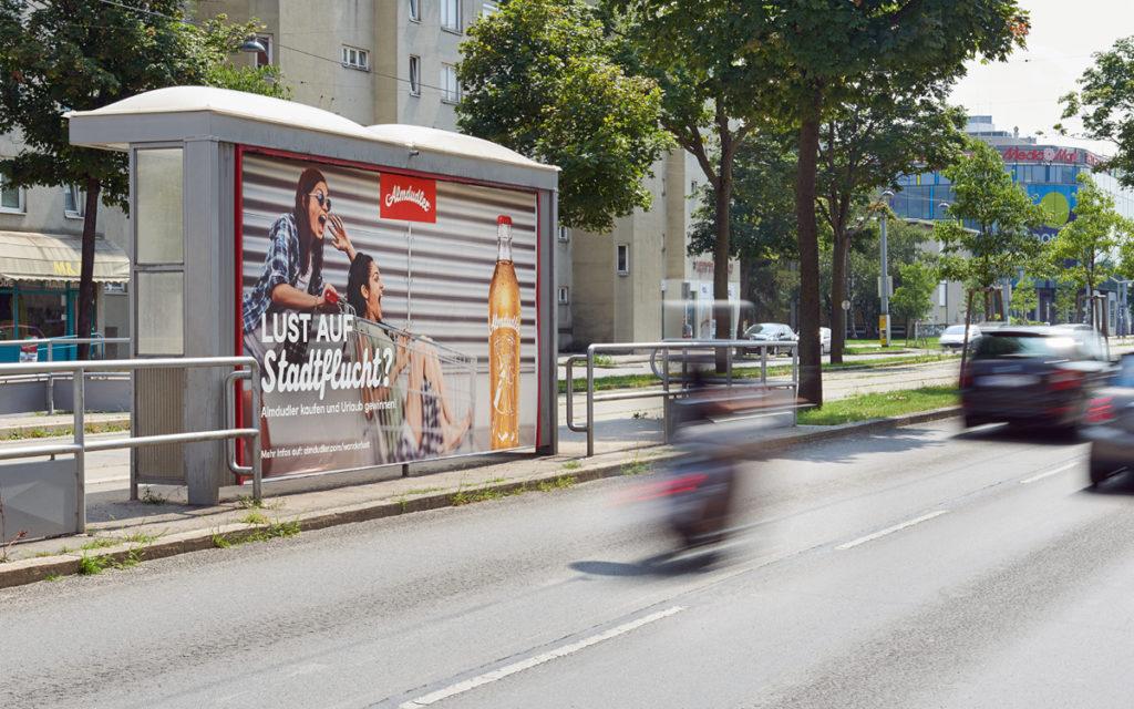 Werbung auf dem Weg zu den Shopping-Centern gehören ebenfalls zur Kampagne. (Foto: Gewista)